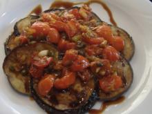 Lammkoteletts mit Salat von der Aubergine - Rezept