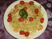 Spaghetti in Basilikum-Knoblauchöl mit Garnelen und Tomaten - Rezept