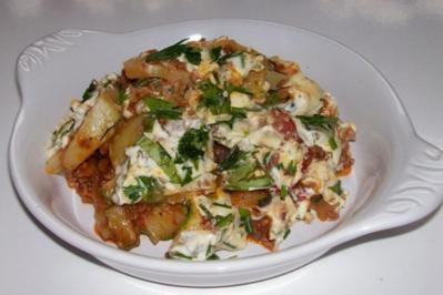 Sommerlicher Kartoffel-Zucchini-Schichtauflauf mit Kräuterhaube - Rezept