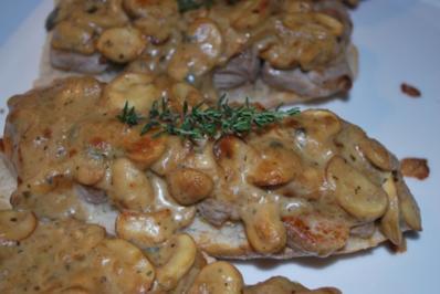 Schweinefilet-Schnitten mit gratinierter Champignon-Gorgonzola-Haube - Rezept