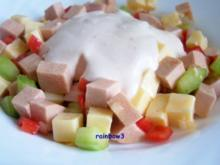 Salat: Bunter Käse-Wurst-Salat mit Dip - Rezept