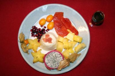 Kokosmilchgelee an exotischen Früchten - Rezept