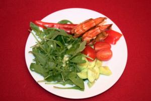Salat mit Scampi und Antipasti - Rezept