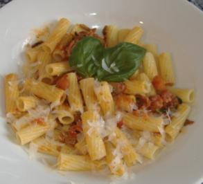 Rezept: Penne mit Tomaten-Chili-Sauce