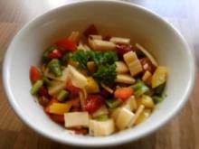 Käsesalat mit Paprika und Zwiebeln - Rezept