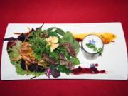Asia Lobster Shot, Limonen-Kokos-Schaum, schwarzer Mangoldsalat und Tuna Sashimi - Rezept