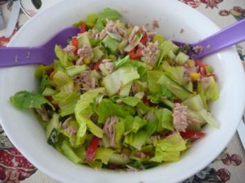 Salat : Bunter Thunfisch-Salat mit ausgebackenem Brot - Rezept