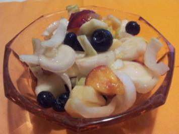 Obst-Salat im Juli mit Heidelbeeren - Rezept