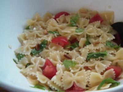 Farfalle Ruccola Salat - Rezept
