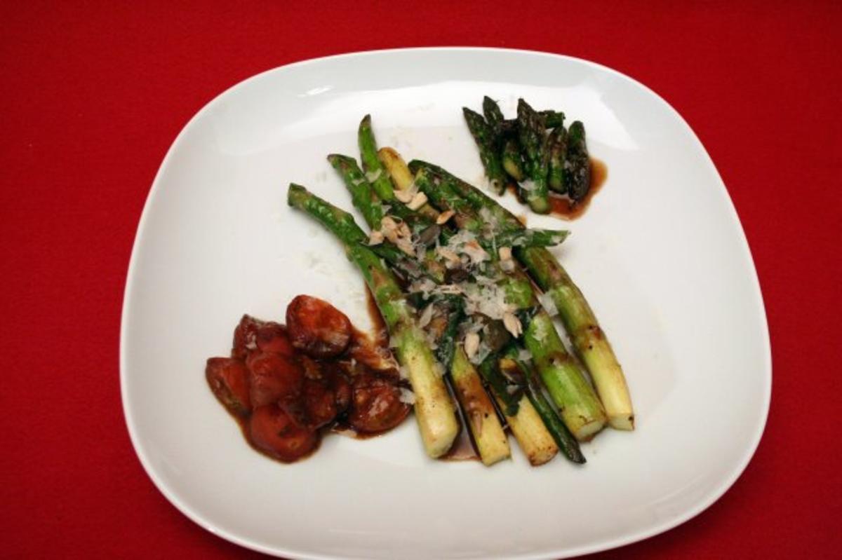 warmer salat vom gr nen spargel mit karamellisierten tomaten rezept. Black Bedroom Furniture Sets. Home Design Ideas