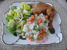 Geflügel : Hähnchenschenkel an buntem Reis mit Salat - Rezept