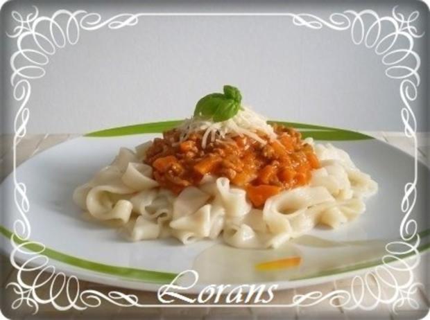 ❈ Selbstgemachte Bandnudeln mit Bolognese-Sause und Parmesankäse ❈ - Rezept