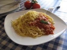 Spaghetti mit gedünsteten Tomaten - Rezept