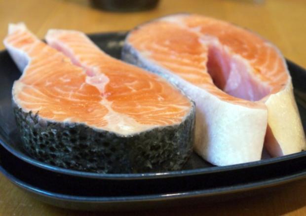 Schwarzer-Sesam-Lachs mit selbstgemachter Tagliatelle und Rosa-Pfeffer-Sauce - Rezept - Bild Nr. 6