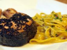 Schwarzer-Sesam-Lachs mit selbstgemachter Tagliatelle und Rosa-Pfeffer-Sauce - Rezept