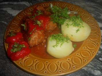 Gefüllte Paprika in Letschosoße - Rezept
