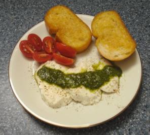 Mozarella mit Basilikum-Knoblauchöl - Rezept