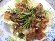 Pilze: Salat von marinierten Pfifferlingen mit Kräuter-Croutons - Rezept