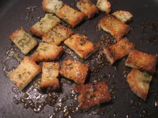 Pilze: Salat von marinierten Pfifferlingen mit Kräuter-Croutons - Rezept - Bild Nr. 8