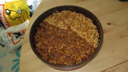 Apfelkuchen mit Sahne-Karamell-Nusshaube - Rezept