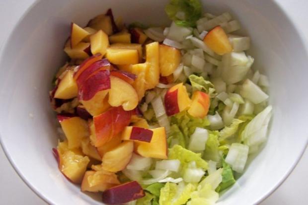 Grüner Salat mit Nektarinen und Joghurtdressing - Rezept - Bild Nr. 2