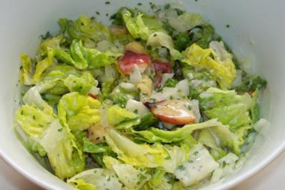 Rezept: Grüner Salat mit Nektarinen und Joghurtdressing