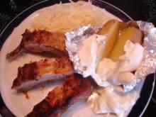Rippchen mit Krautsalat und Ofenkartoffeln mit Sour Cream - Rezept