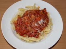 Nudeln mit Tomaten-Zucchini-Soße - Rezept