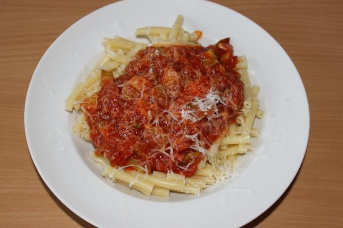Nudeln mit Tomaten-Zucchini-Soße - Rezept Durch Tom