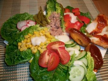 Hähnchenbrust und gebratene Jalapenos mit roter Pfeffersoße und einem herzhaften Salat... - Rezept