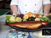 Geräucherte Lachsforelle auf Bandnudeln mit Zitronensahnesoße - Rezept