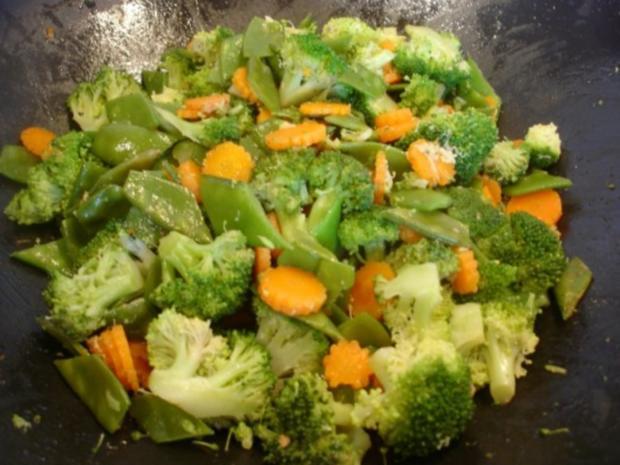 Hähnchennuggets mit Wokgemüse und Pommes frites - Rezept - Bild Nr. 14