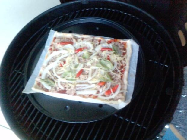 Pizza Tonno genightcookert ;-))) und gegrillt - Rezept - Bild Nr. 4