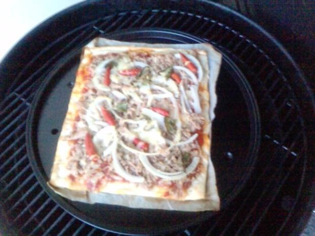 Pizza Tonno genightcookert ;-))) und gegrillt - Rezept - Bild Nr. 5