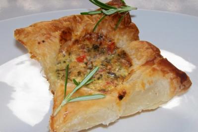 Rezept: Blätterteigtörtchen mit Proscuitto und Ziegenfrischkäse