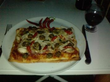Rezept: Pizza Andy Stagioni - gegrillt im Kugelgasgrill - Pizza Funghi e Prosciutto e Peperoncini