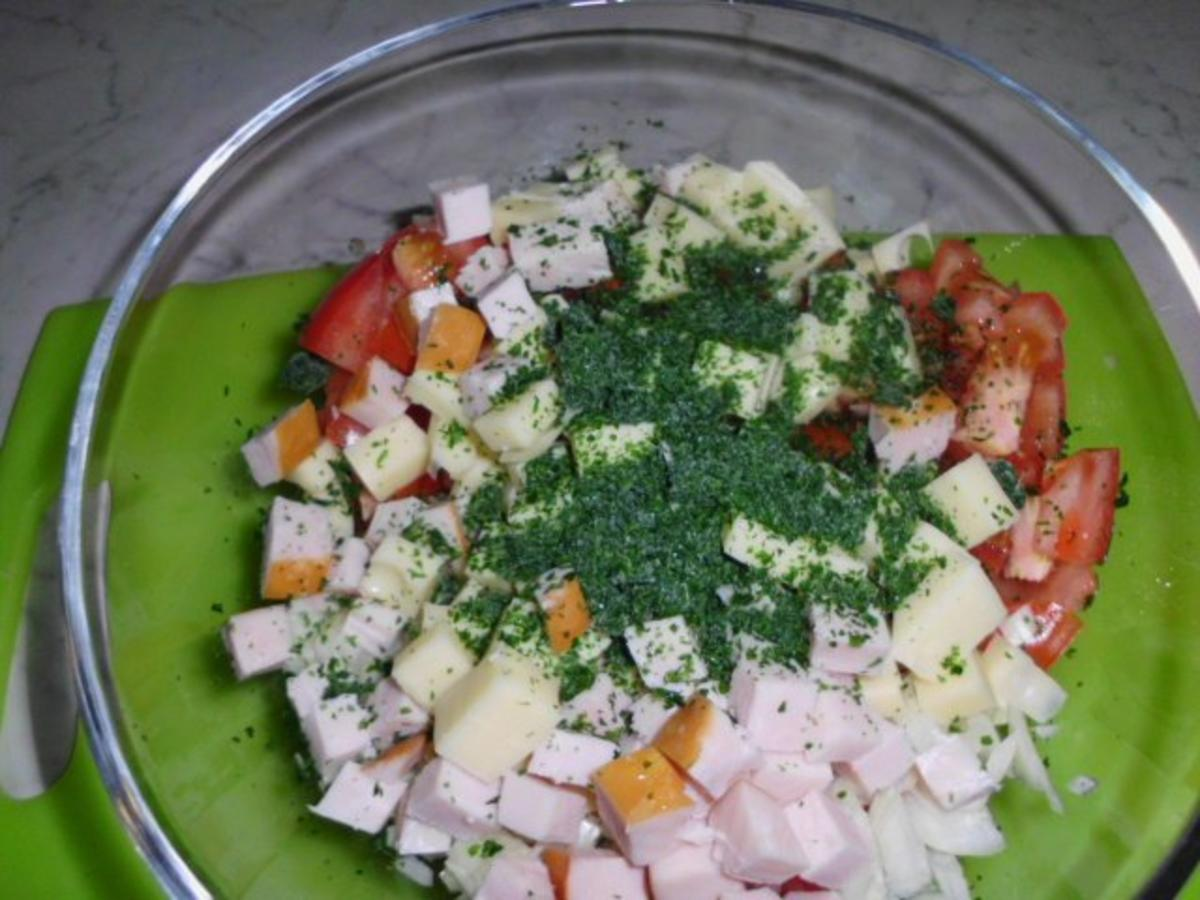 Tomatensalat mit Walnüssen, Käse und Kasseler - Rezept Eingereicht von Enikoe
