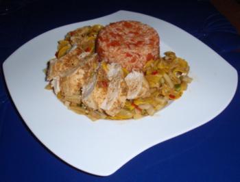 scharfe Hähnchenbrust auf Gemüse mit Tomatenreis - Rezept