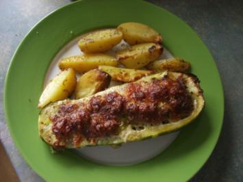 gefüllte Zucchini  mit kartoffelspalten - Rezept