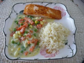 Fisch : Gebratenen Lachsfilet an Reis und Gemüse - Rezept