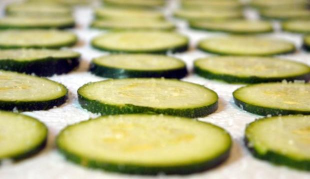 Zucchinischeiben in Käsepanade mit Minz-Dip - Rezept - Bild Nr. 7