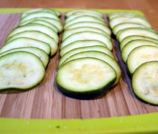 Zucchinischeiben in Käsepanade mit Minz-Dip - Rezept - Bild Nr. 8