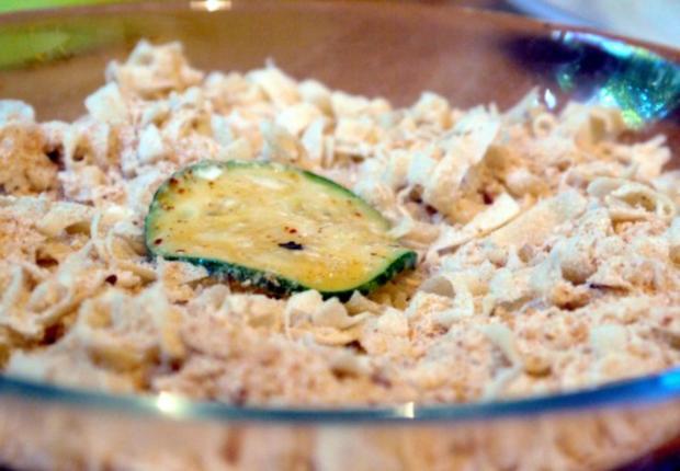 Zucchinischeiben in Käsepanade mit Minz-Dip - Rezept - Bild Nr. 12