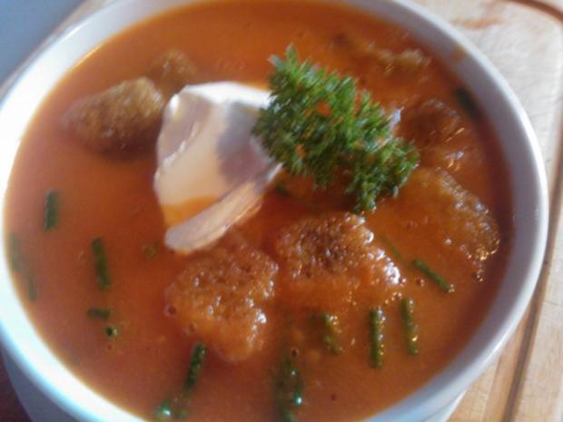 Tomatensuppe de la Casa mit frischen Croûtons - Rezept
