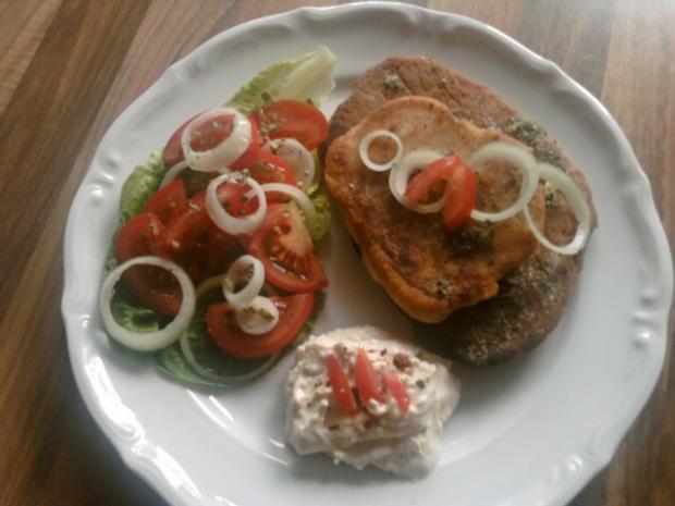 Kräuter-Pfannen- Fladenbrot mit Peperoni-Creme und Tomatensalat - Rezept