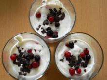 Frischkäse-Quark-Creme mit gemischten Beeren - Rezept