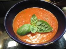 Tomatensuppe mit King Prawns und frischem Basilikum - Rezept