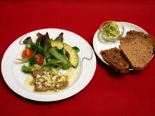 Sauer eingelegtes Kronfleisch, dazu Salatgarnitur an Kartoffeldressing mit Bärlauchbrot - Rezept