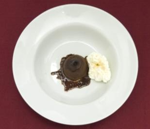 Warme Schokoladentörtchen mit Schlagsahne (Sebastian Deyle) - Rezept