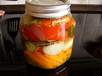 Vorrat: Buntes Gemüse sauer eingelegt - Rezept